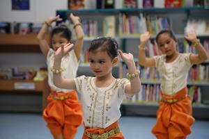 Enfants du Cambodge d'hier à aujourd'hui - Association pour l'Avenir d'un enfant - Danse cambodgienne avec l'association Sélépak de Lognes